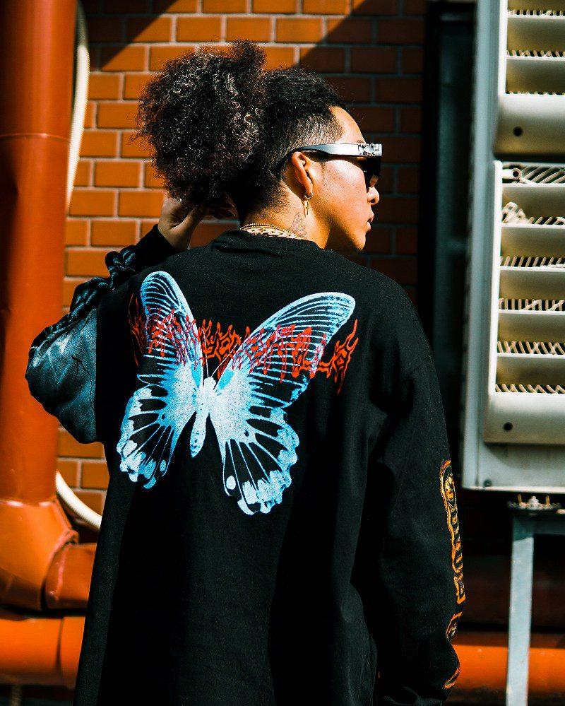 《2色》オーバーサイズブルーバタフライロングTシャツの画像2
